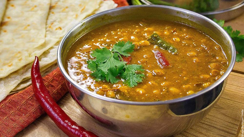Mauritian roti and white bean curry