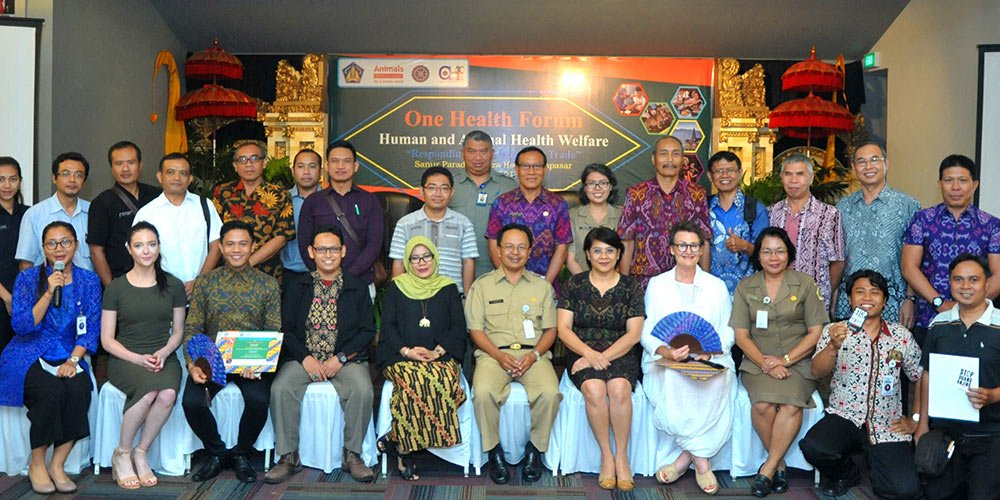 Bringing together Bali's leaders in health, tourism and agriculture, the Forum for Bali's dogs was unprecedented (Pictured front row, fourth from the right is Animals International's Veterinary Director, Dr Jeni Hood).