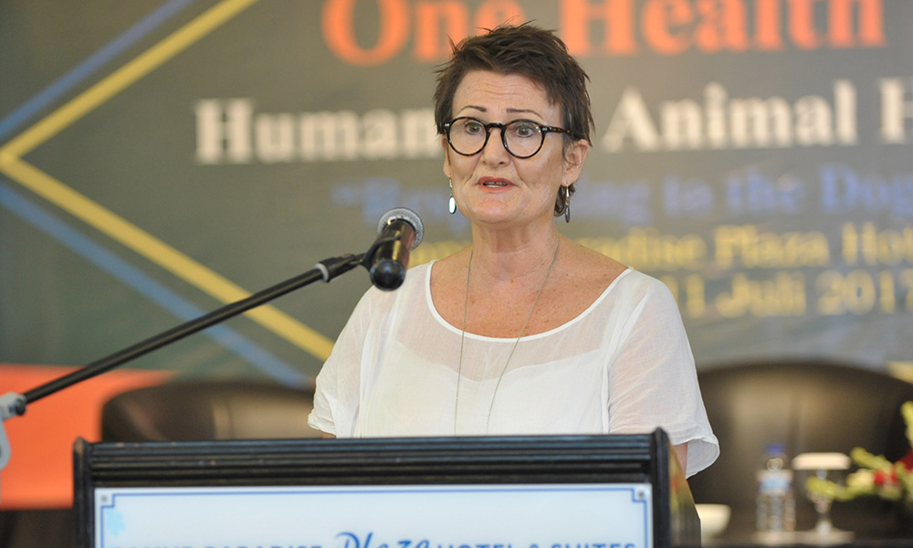Animals Australia Veterinary Director, Dr Jennifer Hood, speaking at the Forum.